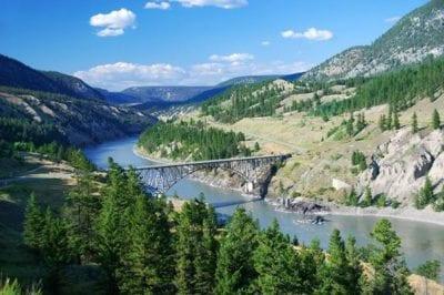 Terre ancestrale des Premières Nations et couloir de navigation des pionniers de la Ruée vers l'Or de 1858, c'est aussi une des régions agricoles les plus productives du Canada.